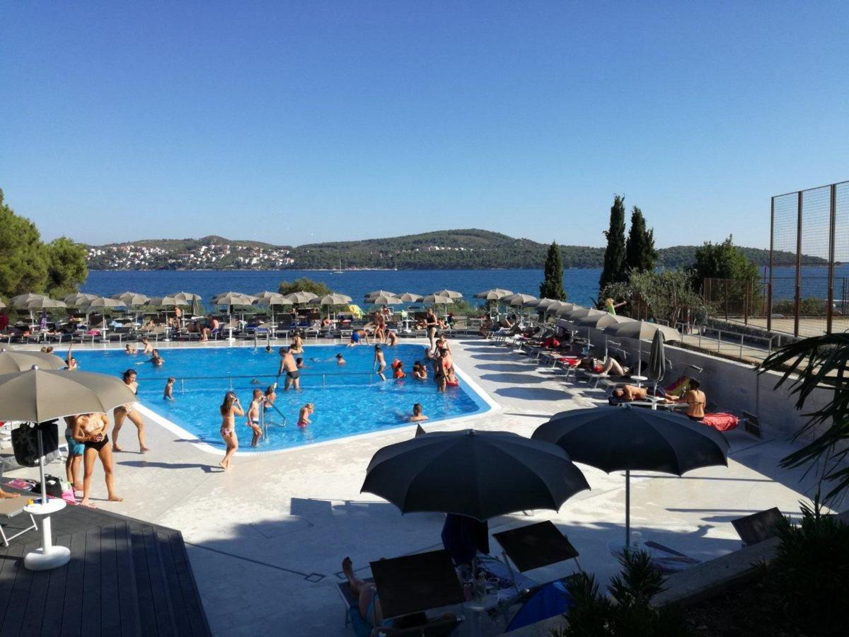 Hotels with Pools Near Me - (Indoor & Outdoor Swimming)